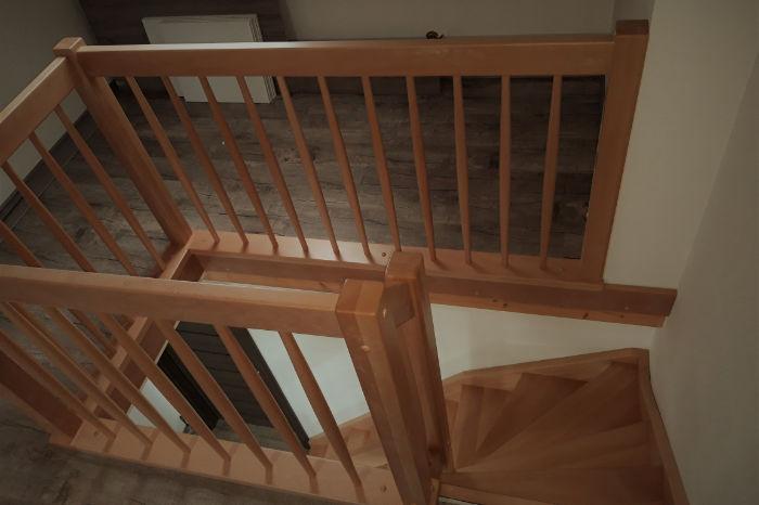 Celodřevěná 'L' schodiště