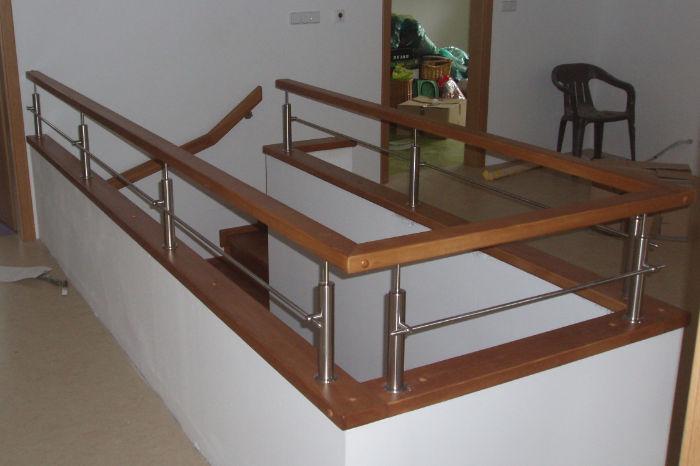 'L' schodiště mezi stěny