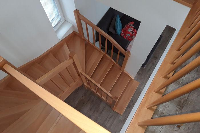 Celodřevěná 'U' schodiště