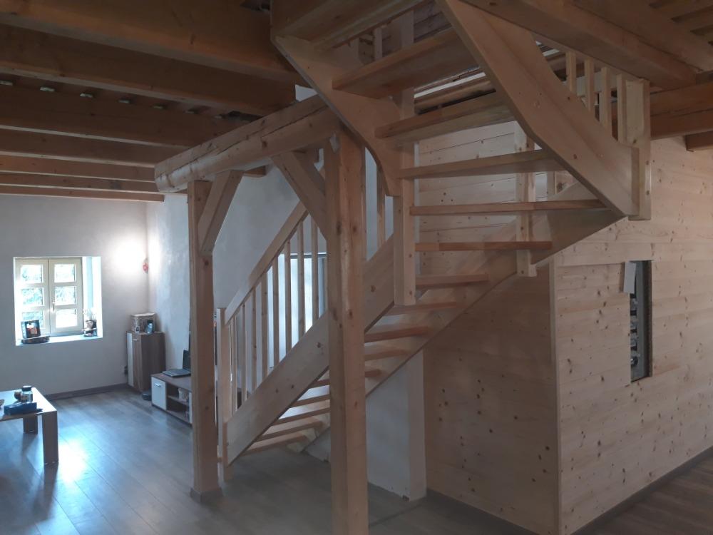 Celodřevěné 'L' schodiště