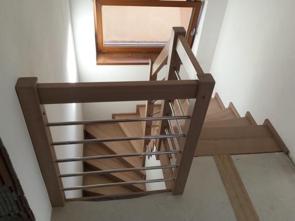 Dřevěný obklad schodiště na zakázku Březolupy - 1