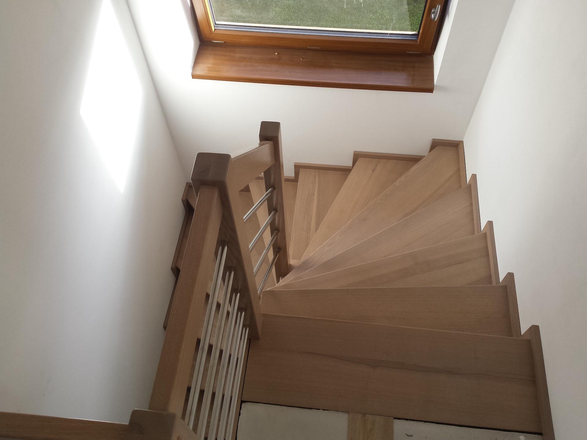 Dřevěný obklad schodiště na zakázku Březolupy - 2