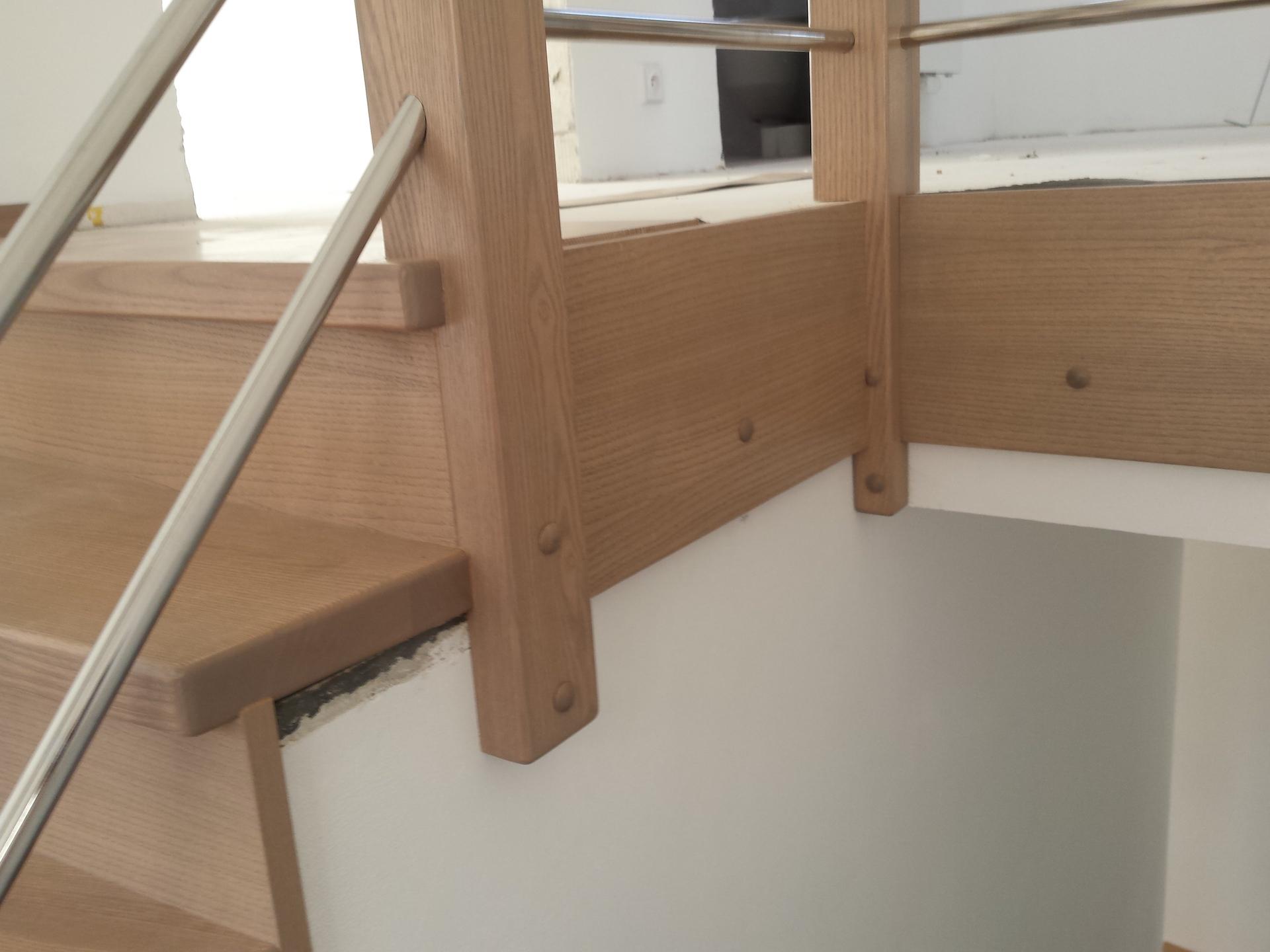Dřevěný obklad schodiště na zakázku Březolupy - 4