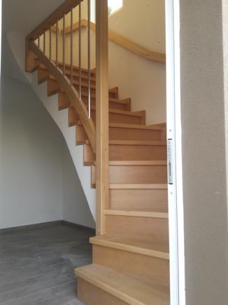 Dřevěný obklad schodiště na zakázku Luštěnice - 1