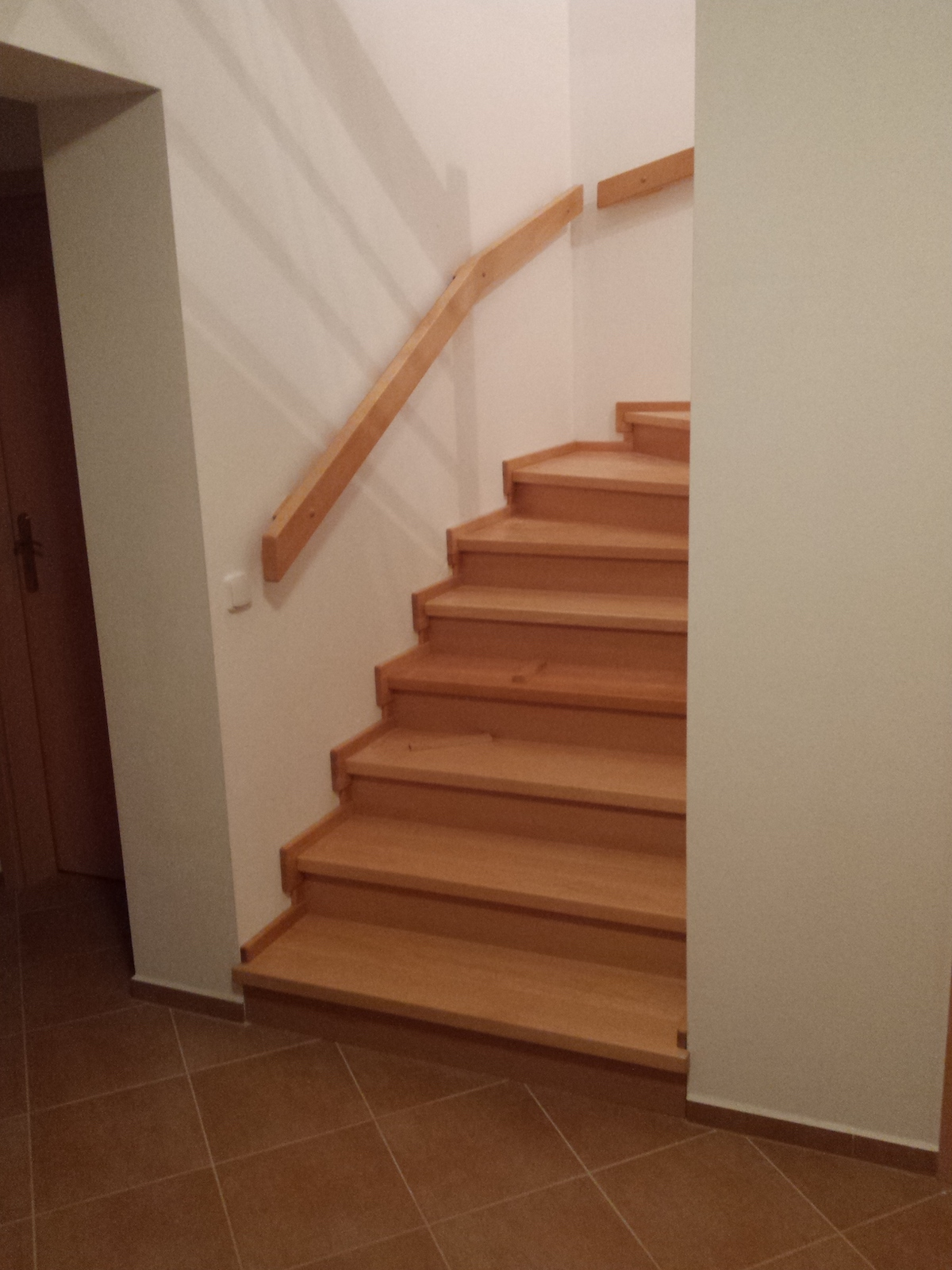 Dřevěný obklad schodiště na zakázku Mladá Vožice - 2