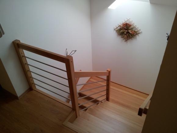 Dřevěný obklad schodiště na zakázku Obědovice - 1