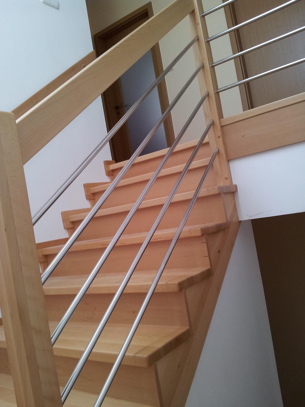 Dřevěný obklad schodiště na zakázku Obědovice - 3