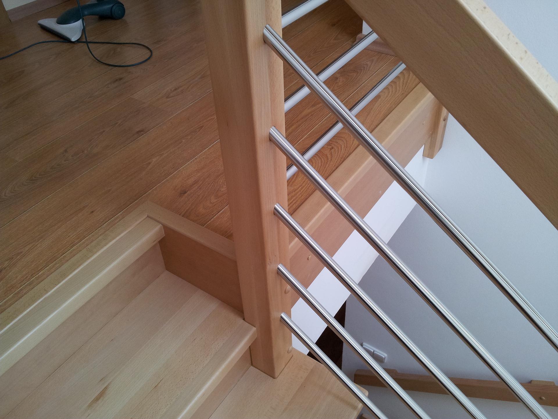Dřevěný obklad schodiště na zakázku Obědovice - 4