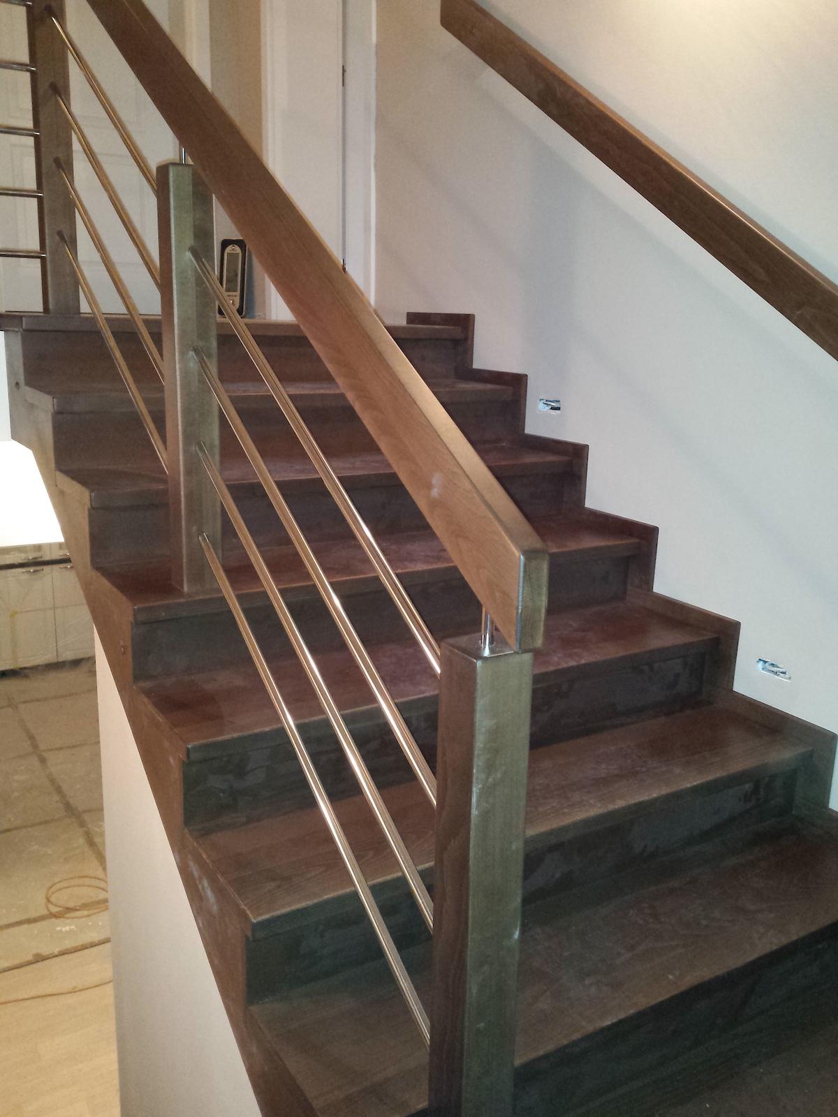 Dřevěný obklad schodiště na zakázku Olomouc Slavonín - 2