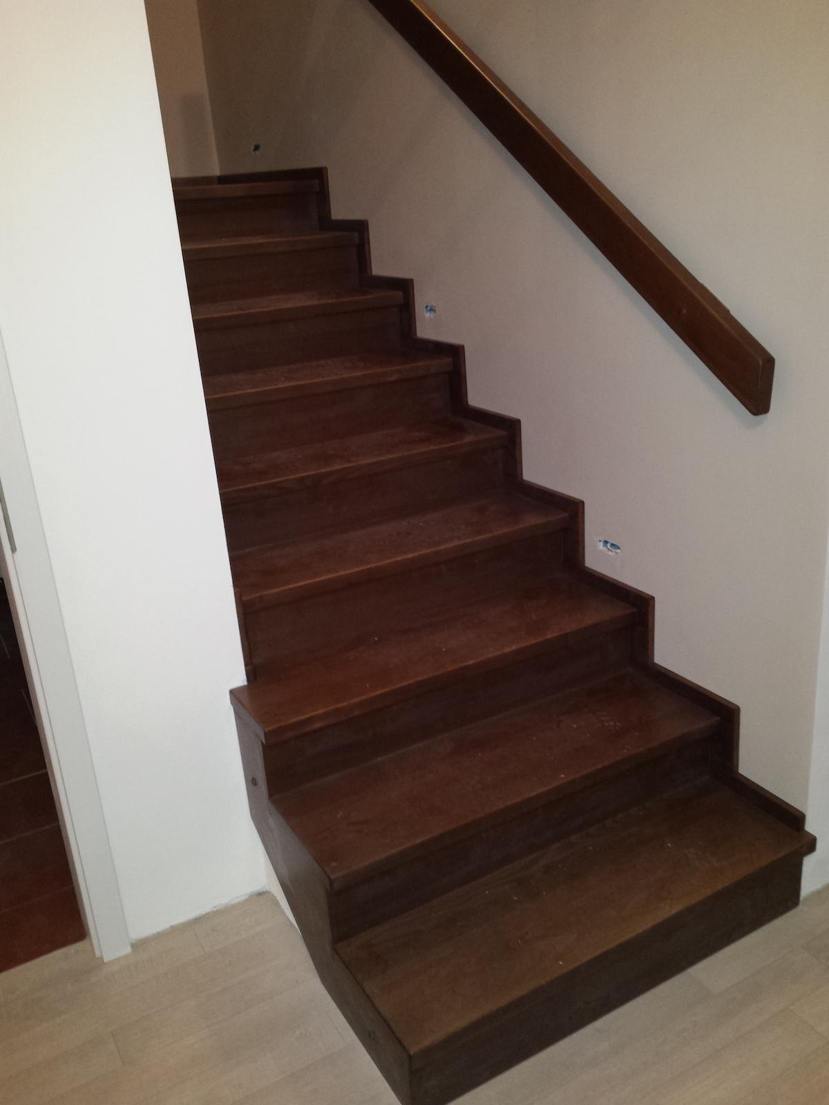 Dřevěný obklad schodiště na zakázku Olomouc Slavonín - 3
