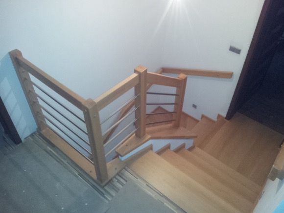 Dřevěný obklad schodiště na zakázku Ostravice - 1