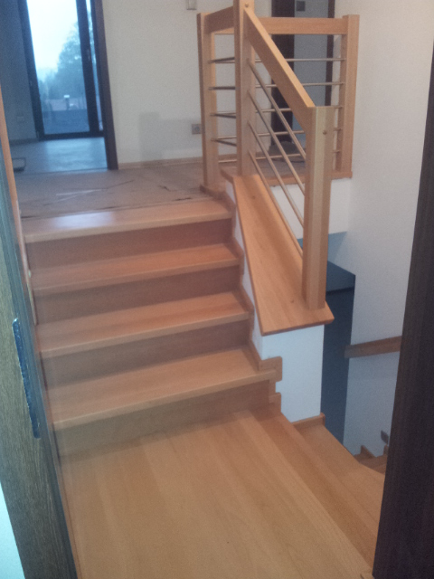 Dřevěný obklad schodiště na zakázku Ostravice - 3