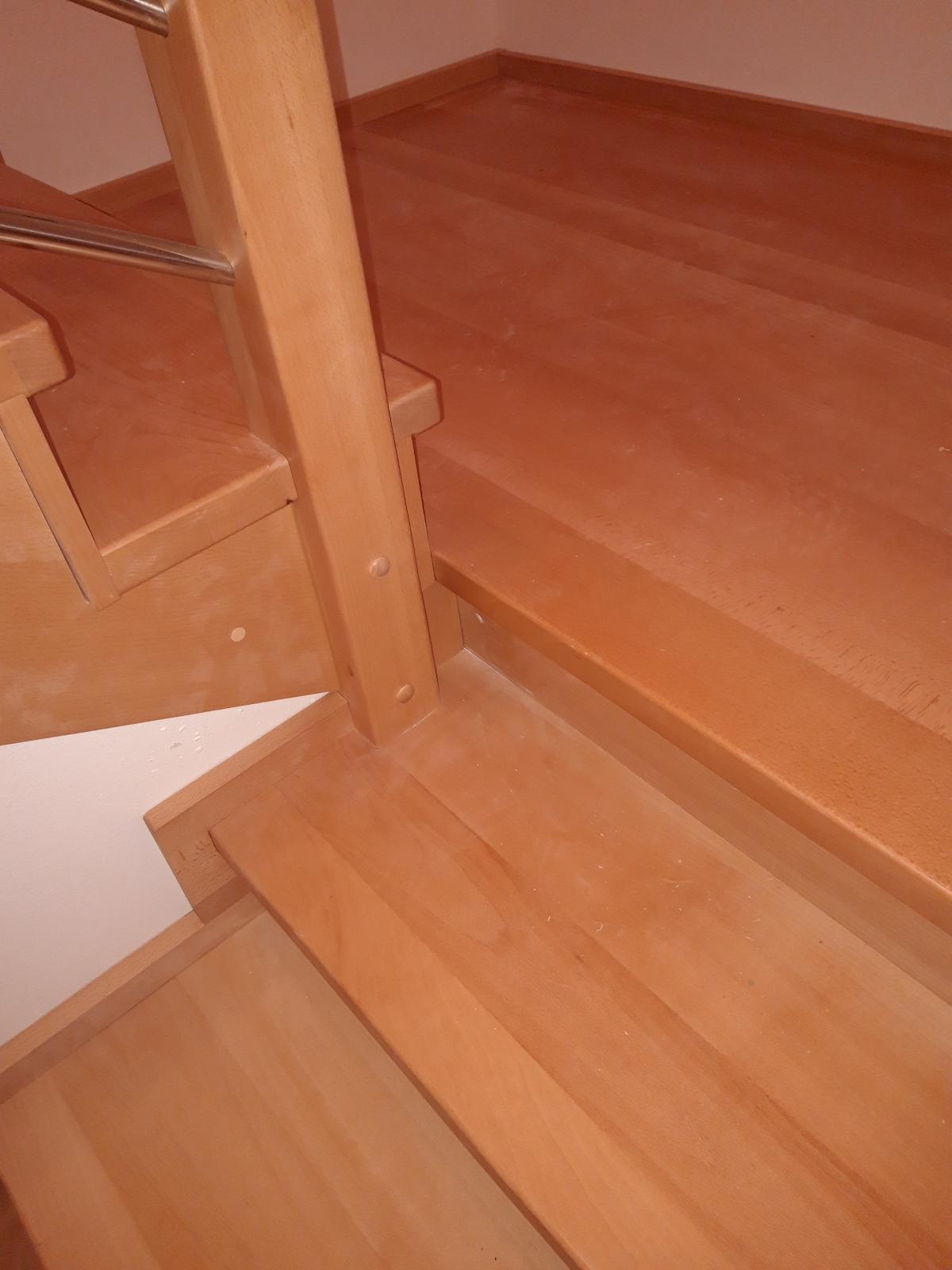 Dřevěný obklad schodiště na zakázku Strukov - 2