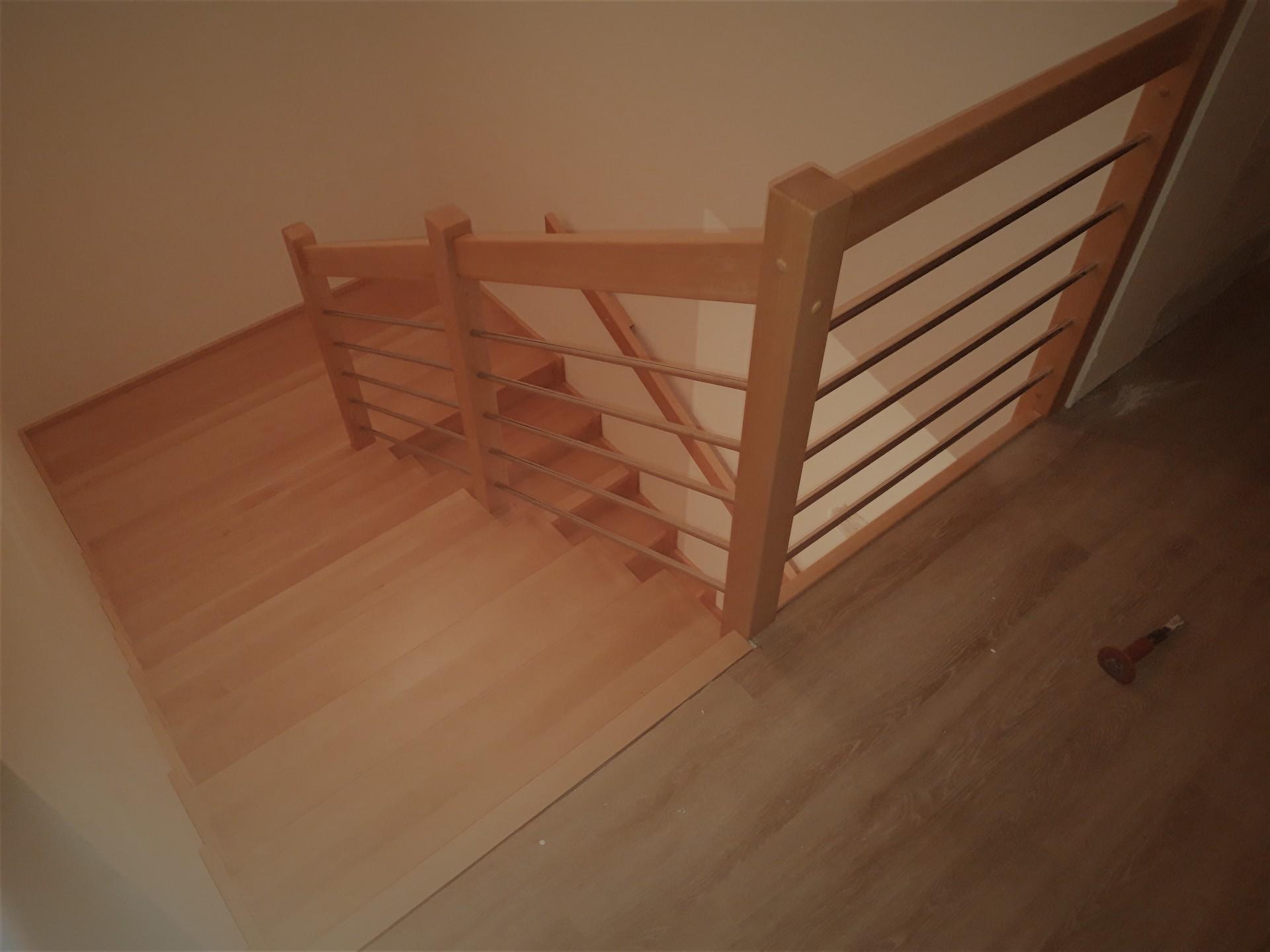 Dřevěný obklad schodiště na zakázku Strukov - 3