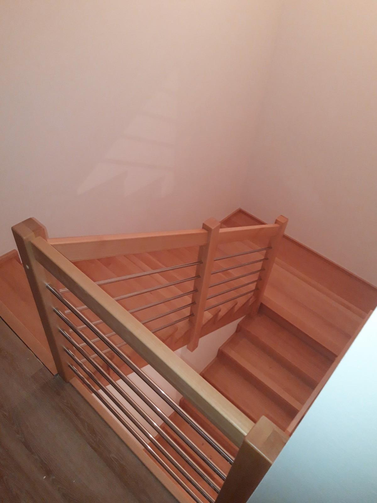 Dřevěný obklad schodiště na zakázku Strukov - 4