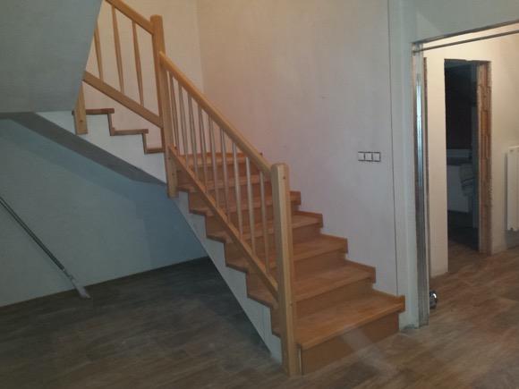 Dřevěný obklad schodiště na zakázku Velký Týnec - 1