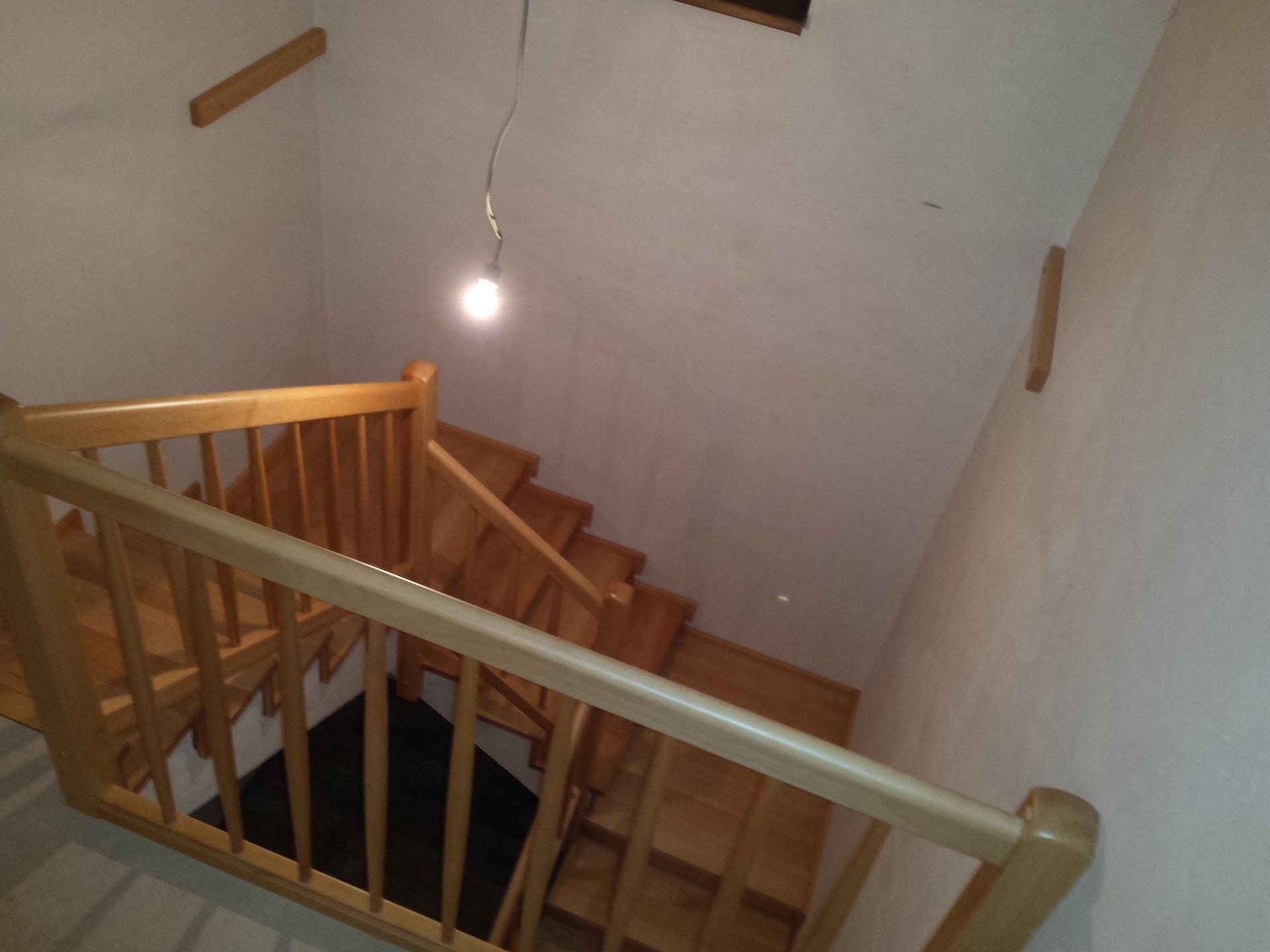 Dřevěný obklad schodiště na zakázku Velký Týnec - 2