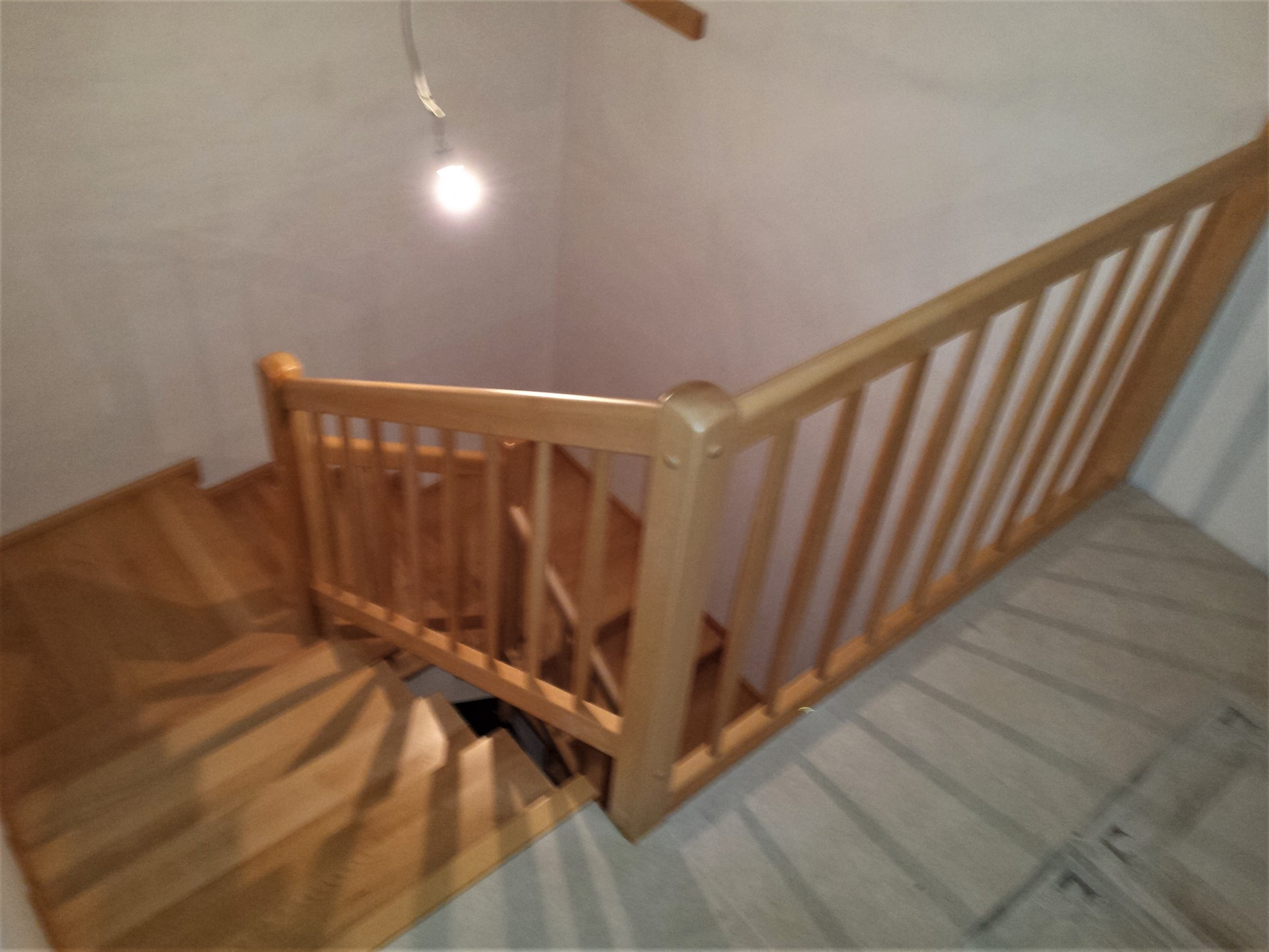 Dřevěný obklad schodiště na zakázku Velký Týnec - 3