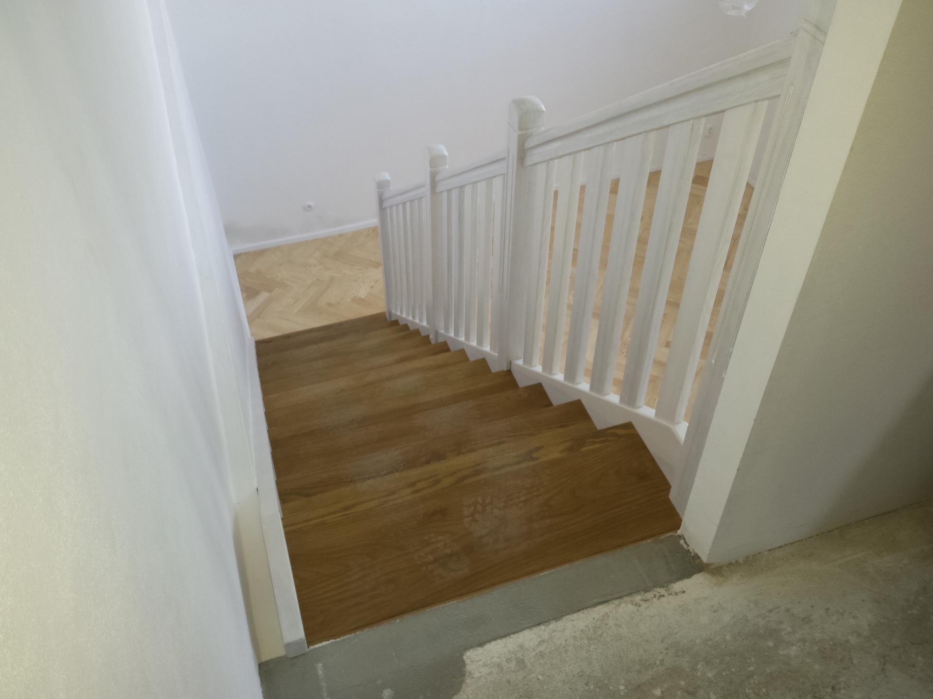 Rovnoramenné schodiště na zakázku Brno - 3